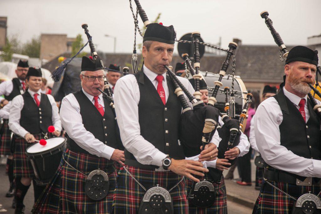 The Doune Pipe Band opende de Dunblane Fling op 25 mei 2019