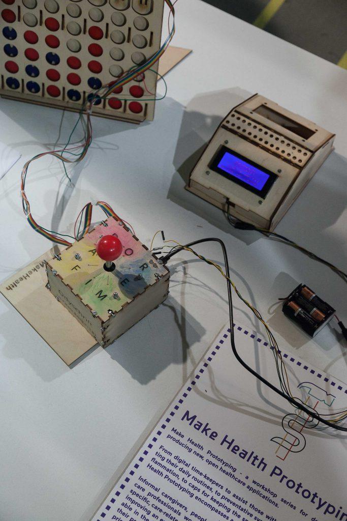 De joystick van Alle van Meeteren. Waarmee via het Odyschrift gecommuniceerd kan worden.