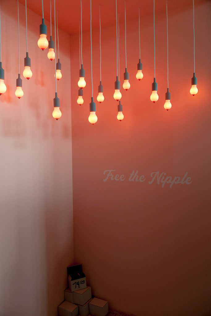 Free the Nipple. Lampen van Rrudi.