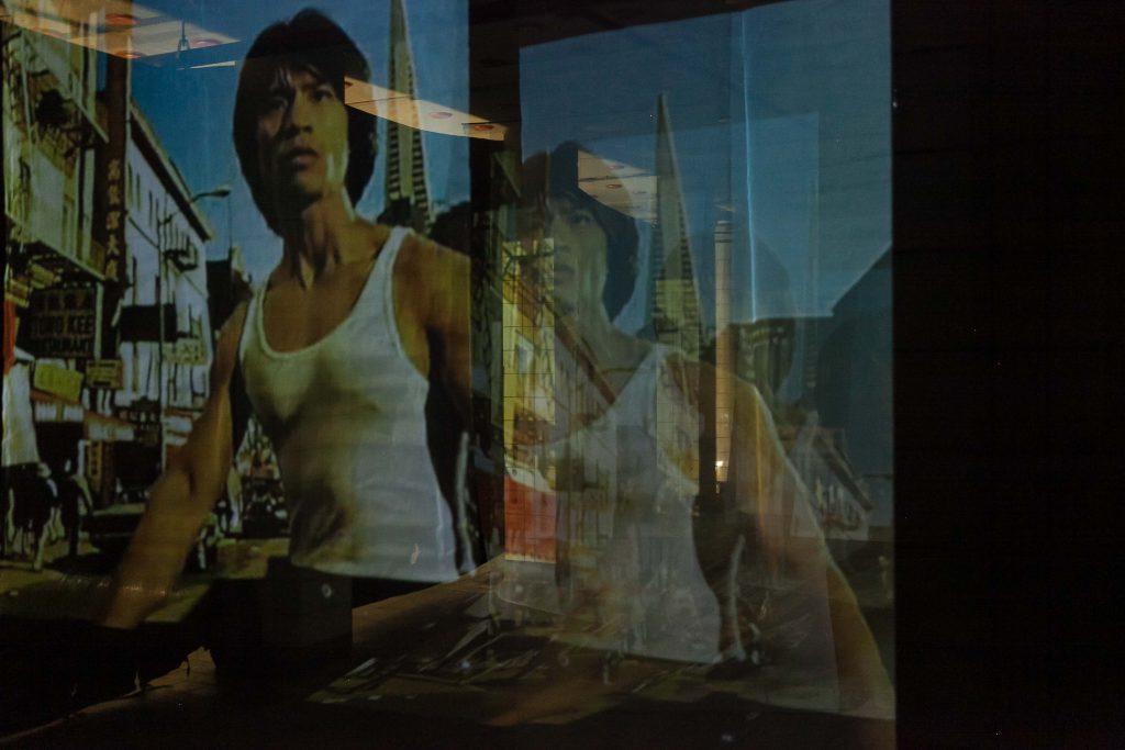 Beeld uit de  de film Us & Them van Alice Wong & Aryan Javaherian.